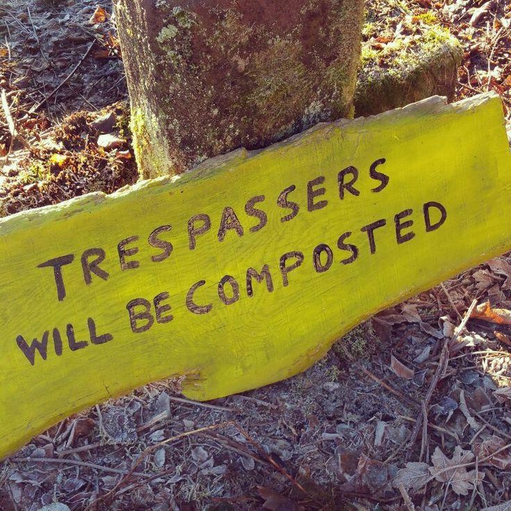 Baustellenschild... #Compost #kompost #trepassers #warnung  #sign  #zeichen #gardening #gardenfriends #gartenfreunde #safety #safetyfirst #sicherheit #home #joke #wahrheitunddichtung #diy #diygarden #gartenarbeit #gardensigns #caring #yellow  #gelb