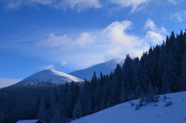 Красиво не только на Кавказе и Гималаях. Красиво везде, важно видеть эту красоту в уже привычных местах и вещах. На фото мистические и завораживающие Карпаты.  С уважением к приключениям, команда hikeup.net