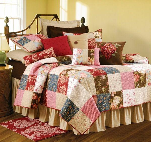un couvre lit patchwork pour une chambre d'enfant jolie et douce