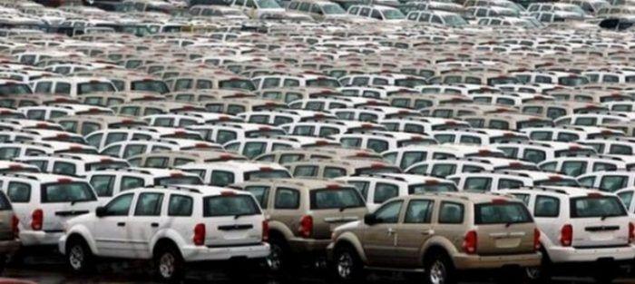 Wat gebeurt er met onverkochte auto's? Zie hier de indrukwekkende beelden van de begraafplaatsen van auto's