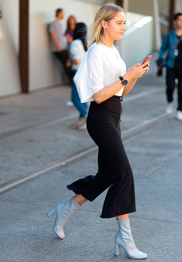 Bota de verniz com cropped pants na Australian Fashion Week