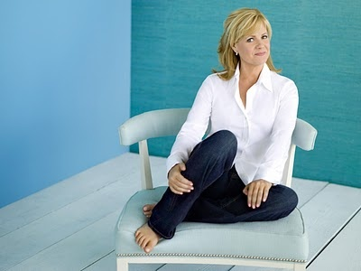 Bonnie Hunt like me, white blouse and jeans