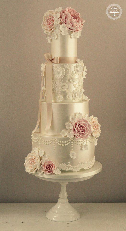 Wat een heerlijke bling taart! Prachtig!
