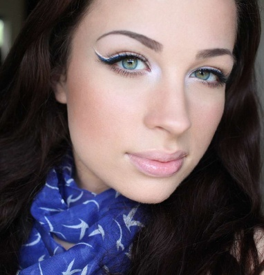 Fresh, bright, edgy eye makeup (maybe slightly smaller wings ;)