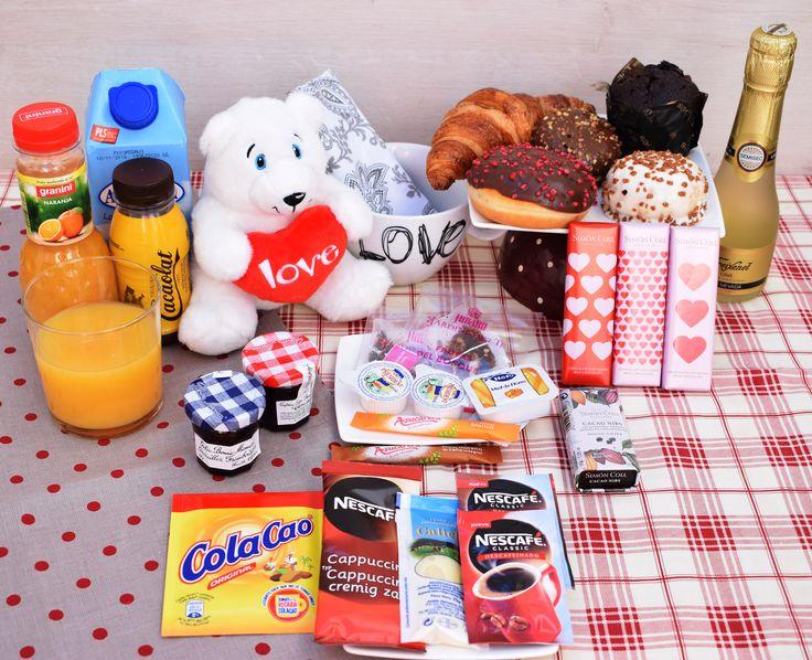 Desayuno de enamorados, celebra el día o cualquier otro, con esta original y apetecible cesta. Mmmmm......irresistible!!