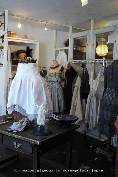 Manon Gignoux: pleated skirt + petticoats Japan style ...