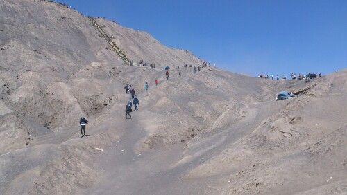 Track pendakian kawah gunung bromo.
