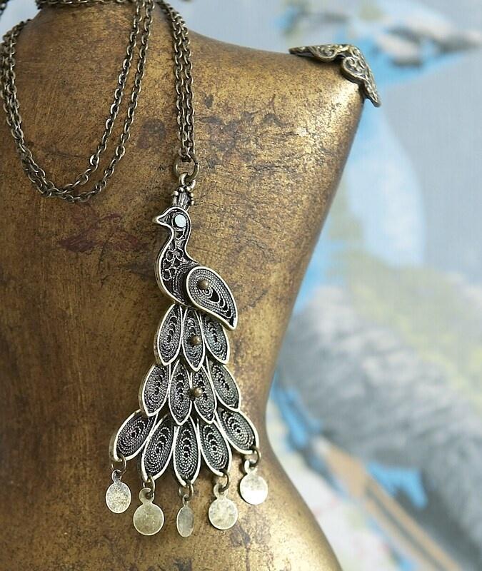 ❥ vintage style jewellery mannequin