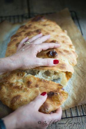 5 minuti di lavoro per una pizza bianca soffice, morbida, con una crosta dorata e croccante. Un impasto che chiunque può fare con una ciotola e un cucchiaio