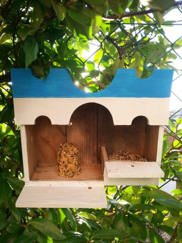 Bird feeder made of wine box