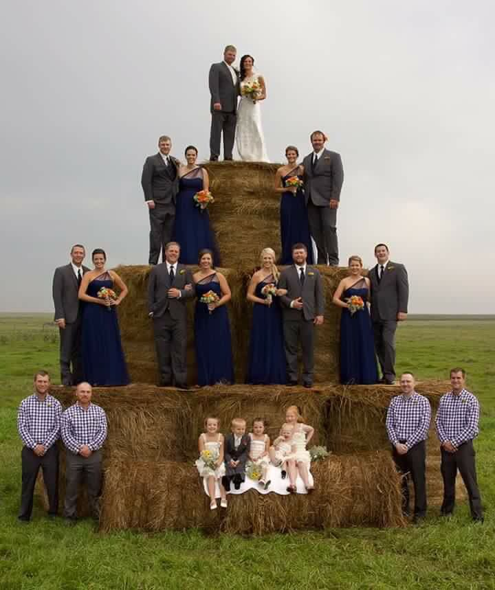 I absolutely love this country wedding picture!