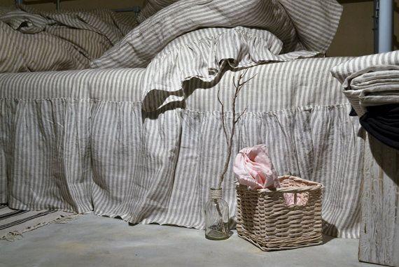 Lin rayée volantée juponnage. Jupe de lit. par HouseOfBalticLinen