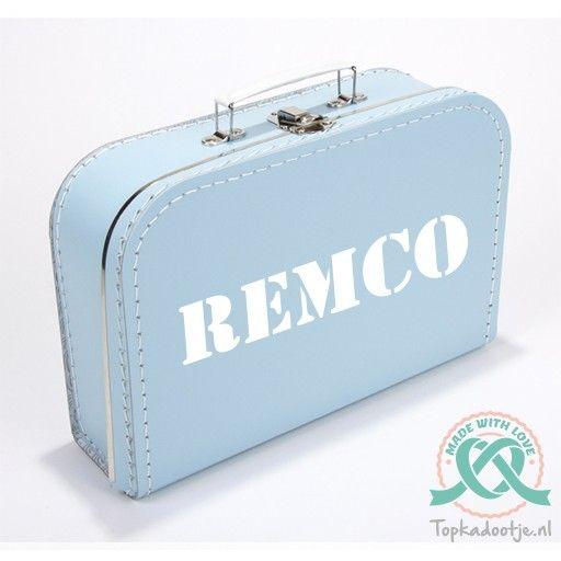 Koffertje met naam  Origineel kraamcadeau. Leuk me de naam van het pasgeboren kindje.  Cadeau, kado, kraamkado, babykado, babycadeau