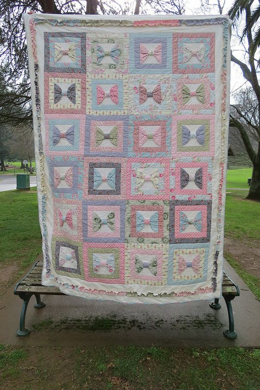 Beautiful Bow quilt Close-up