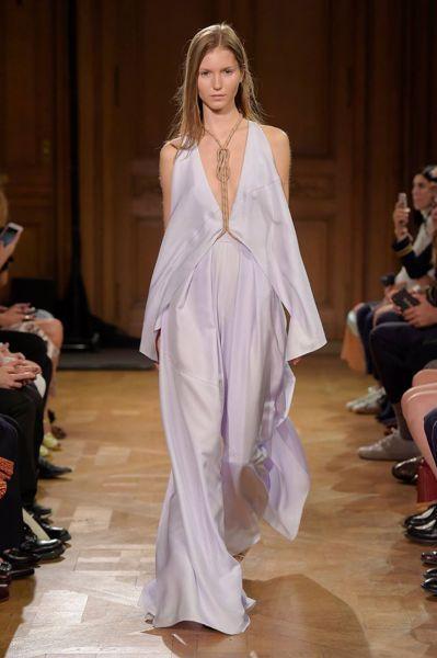 90 looks repérés à la Fashion Week de Paris pour la saison Printemps-été 2017 Image: 83