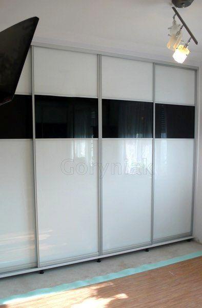 Szkło RAL9003 + RAL9005 - lacobel to doskonale wpisująca się do nowoczesnych wnętrz aranżacja