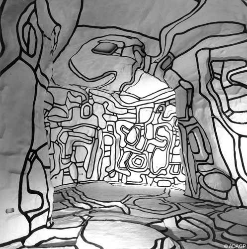 Jean Dubuffet, 1901-1985, peintre, sculpteur, plasticien français et également premier théoricien de ce qu'il a appelé l'« art brut » mais aussi auteur de vigoureuses critiques de la culture dominante. Prolifique et protéiforme, il comprend de nombreuses périodes et styles différents, allant de la plus pure abstraction « matiérique » à des scènes pittoresques ressemblant aux dessins d'enfants, en passant par des collages de toutes sortes.