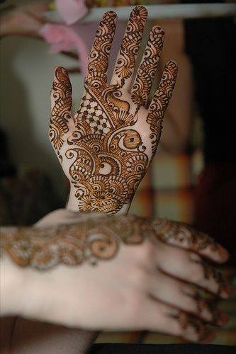 Henna art is so pretty