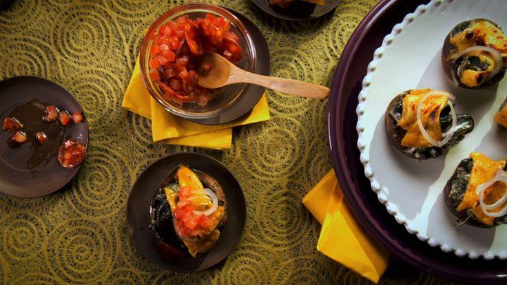 Une recette de champignons farcis aux escargots, vinaigrette aux tomates, présentée sur Zeste et Zeste.tv.