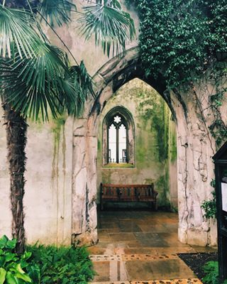 Find your own quiet corner at St-Dunstan-in-the-East. | 17 Things You Must Do When The Weather's Nice In London