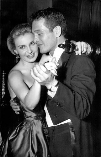 Paul Newman dancing with his love, Joanne Woodward on the night she won her Academy Award. (Oscar in hand)