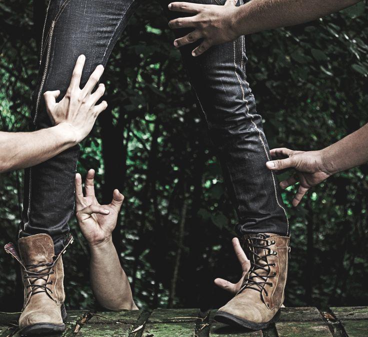 El concepto es la envidia. Se basa en plasmar por medio de una fotografía los 7 pecados capitales, promocionando un pantalón.