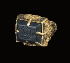 A SELJUK GOLD RING WITH ENGRAVED GREEN SEAL, IRAN, 12TH-13TH CENTURY