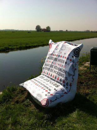In het kader van het themajaar 2011 'Leve de Molens' ontwierp Studio Léon&Loes vier met de hand geborduurde meelzakken die als uitkijkpunt geplaatst werden nabij vier markante molens.