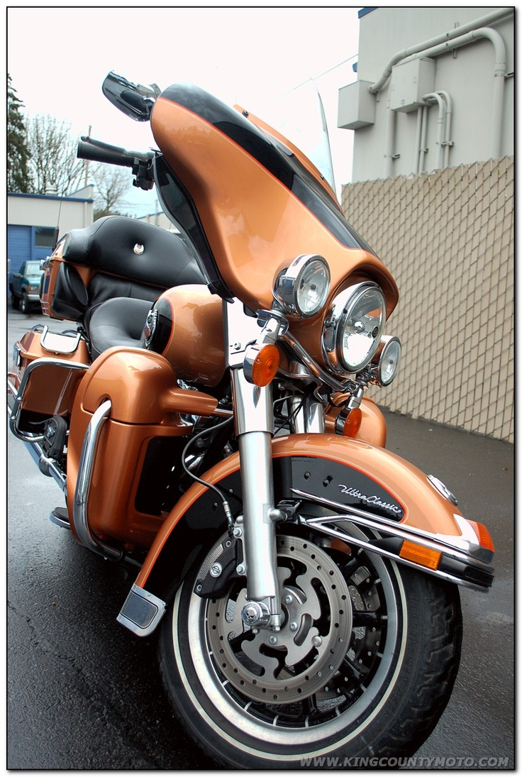 '08 Harley Davidson Ultra Classic~~a sheepskin seat cover makes this an extremely Ultra comfortable Classic.