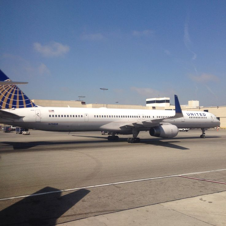 United airlines 757-300 at LAX