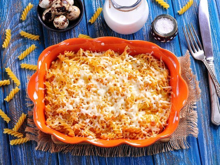 Простой, быстрый, вкусный и сытный завтрак. Можно взять макароны, оставшиеся от обеда или ужина, тогда запеканка приготовится ещё быстрее...