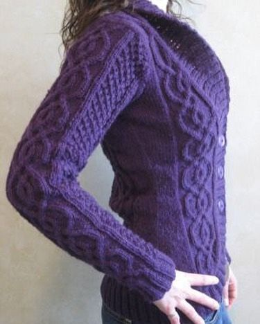 Beautiful Celtic knot work in the BlackBerry Cardigan by Alexandra Charlotte Daf…