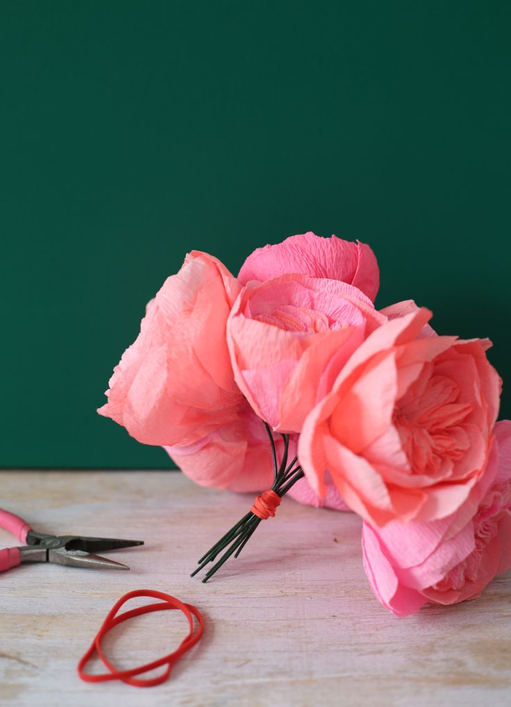 An Effortless Way to Arrange Paper Flowers