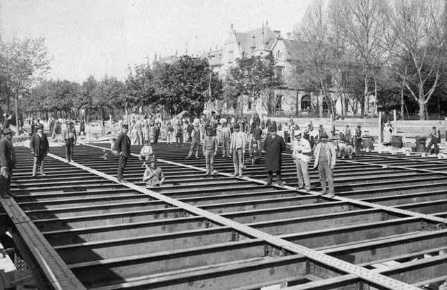 Ritka történelmi képek 1895. Földalatti építése, Andrássy út – Dózsa György úti sarok