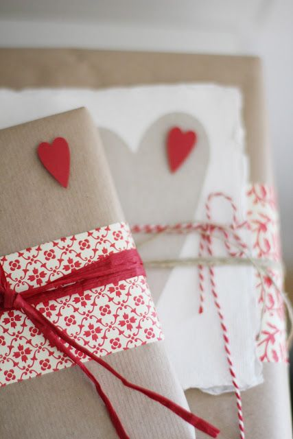 gift wrapping, kraft+red