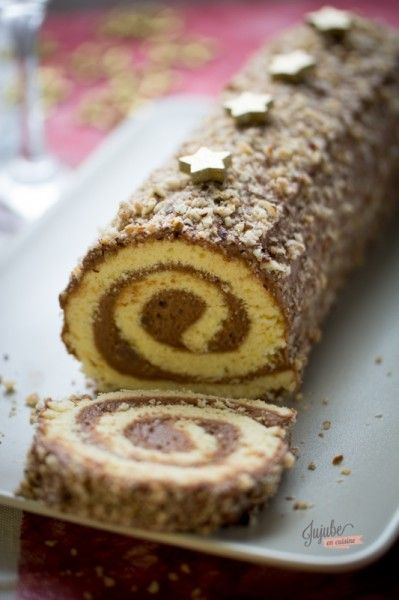 Bûche pâtissière à la mousse au chocolat praliné (gâteau roulé)