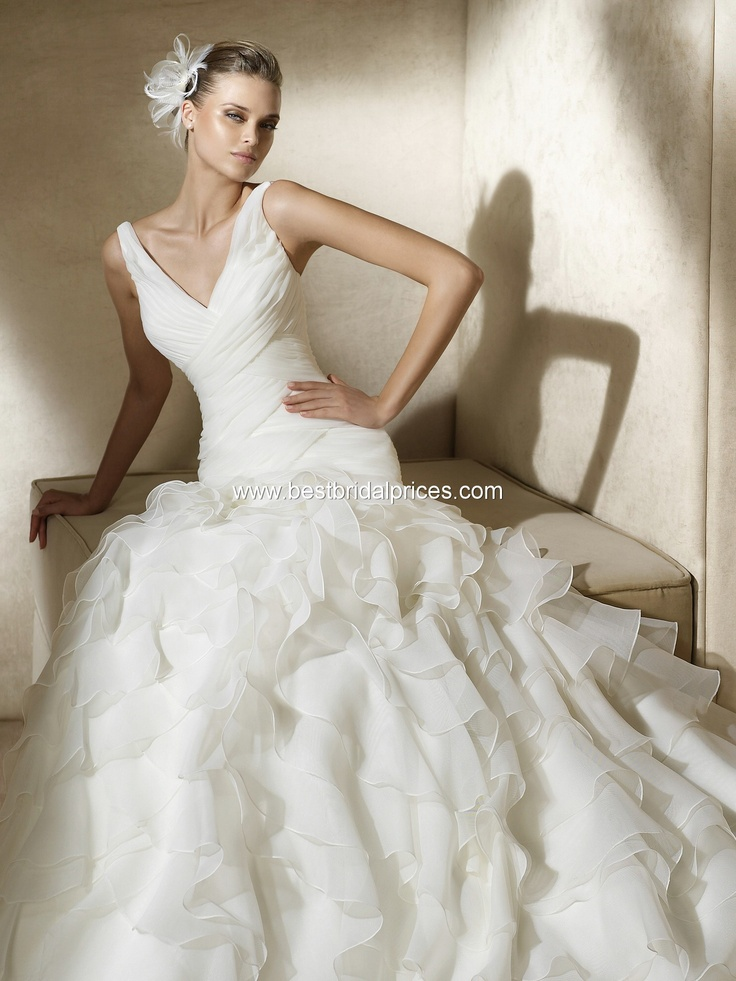 Alfa - Spring 2011 Pronovias Wedding Dress, Best Price Guarantee (contact for price) This is so much like the Alice, but with ruffles!