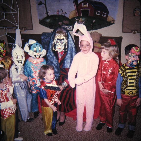 vintage everyday: 21 Adorable Photos of Kids' Halloween Costumes from the 1980s