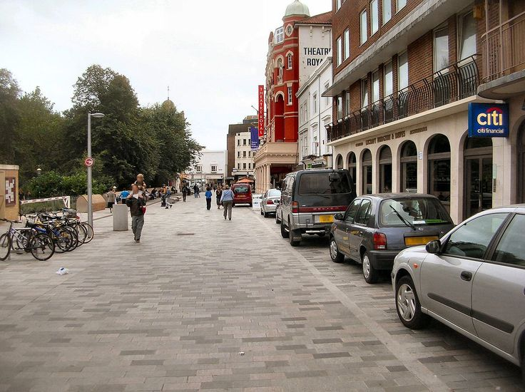 Street Clutter; Road Markings, Traffic Island etc. and the Importance of it. Your opinion? - SkyscraperCity