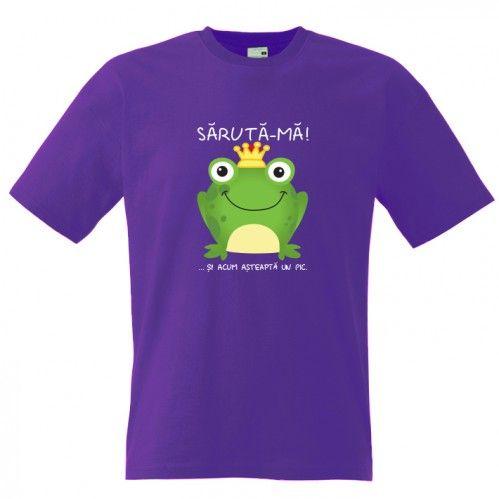 Saruta broscuta si asteapta un pic sa se transforme in print. Tricou pentru barbati cu mesaj funny. Tricouri personalizate nostime.