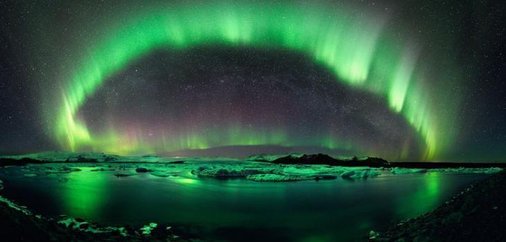 La NASA publica un espectacular video de la aurora boreal en redeme.info -  #Ciencia #ResumenDeMedios (CNN) - La NASA publicó un espectacular video de los fenómenos de la aurora boreal y austral grabado desde la Estación Internacional Espacial.  El clip de cinco minutos muestra las luces da ... Lee mas en nuestra web! http://redeme.info/?p=1217
