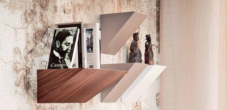 Pendola poličky v moderním vzhledu / group of shelves