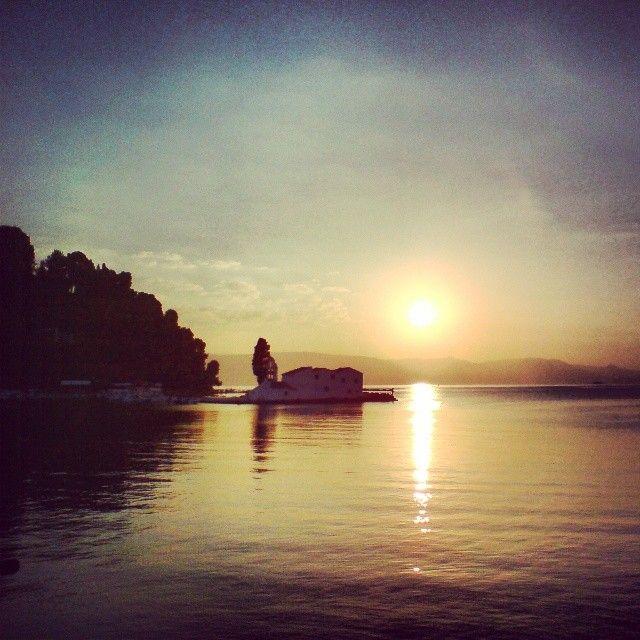 Beautiful picture of scenic Pontikonissi islet across Kanoni beach.  Image taken by @kufajka