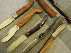 Toscana Lovers, the boutique with the best Tuscan handicraft in the heart of Siena, presents is collectors' knives from Scarperia, the village of cutting blades