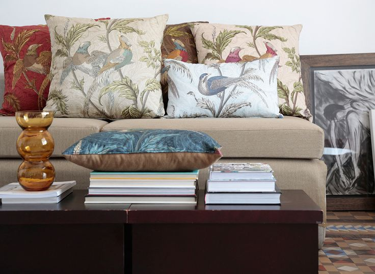 """El prestigioso editor #textil Güell Lamadrid nos presenta la colección """"Nueva Orleans"""". #Tejidos de #damasco en #lino envejecido, mezclados con estampados florales, un elegante paysley y la re-edición del ya conocido raso de algodón """"Pheasant Hunt"""" en nuevos colores.   Como complemento, la colección Baton Rouge, formada por una pata de gallo y un liso que combinan perfectamente con """"Nueva Orleans"""".  Puedes encontrarlas en nuestros Espacios #Marlas de #Santander y #Muriedas"""