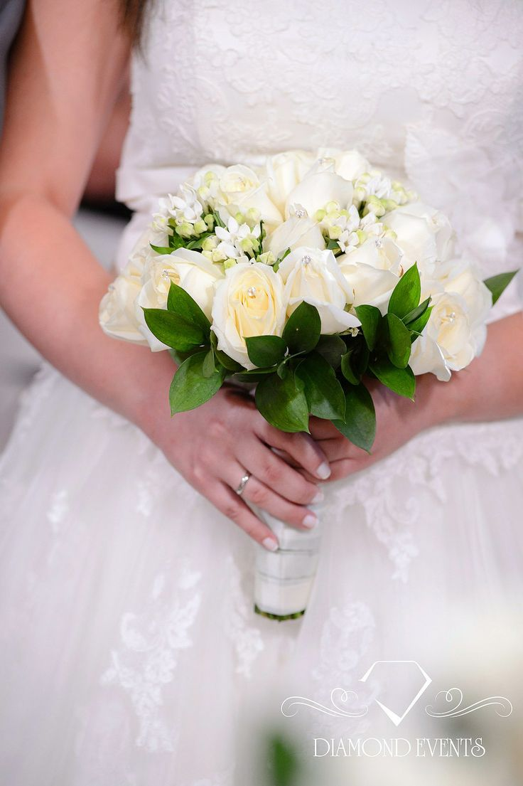 white wedding bouquet classical bride style