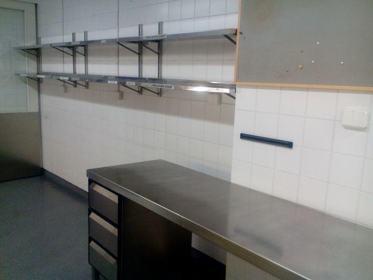 Nytpä sitten on lämpövaunut lähteneet ja kaikki muutkin ruokalaatikot, ompa niin avaraa! Seuraavaksi pääsevät remonttimiehet vuorostaan hommiin!