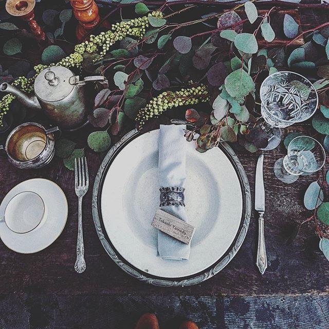 WEBSTA @ arlingtonrow_antique - WORK[ 物撮り ]のためのコーディネート②ネームプレートの物撮り。深山での式をイメージしてスタイリング。グリーンの濃淡だけでこんなに鮮やか。ナプキンもくすんだミントグリーン。#インテリアスタイリング  #コーディネート #インテリア #式場 #結婚式 #披露宴 #テーブルコーデ #テーブルコーディネート #おもてなし #テーブルセッティング #物撮り #商品撮影 #ブライダルフォト #アーリントンロウ #レンタルドレス