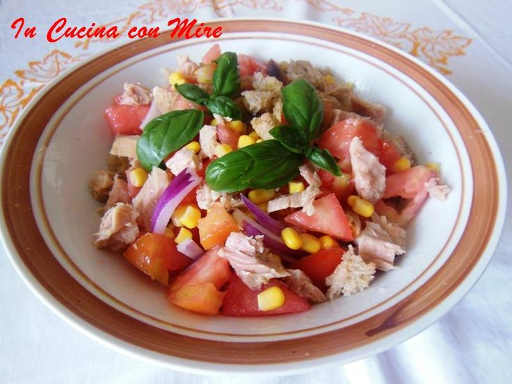 Panata - pomodori, pane integrale, tonno e olio extravergine