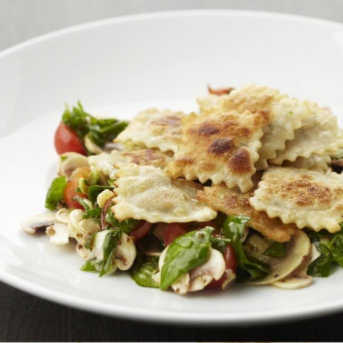 Vegetarisch - Gebakken ravioli met een spinazie-champignonsalade | Vegetarische kookstudio